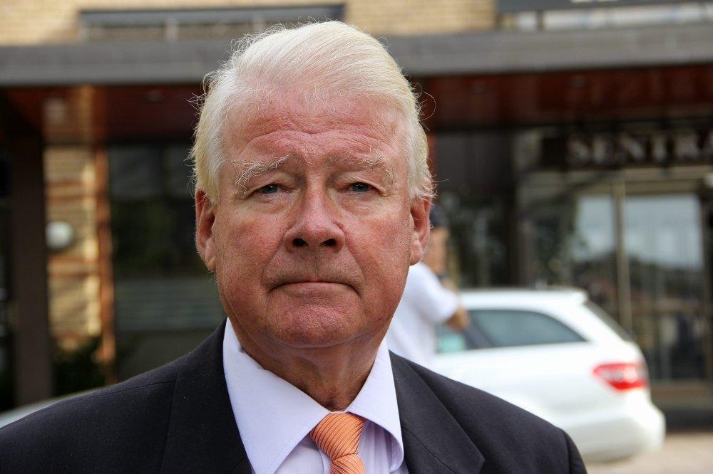 Carl I. Hagen (Frp) oppfordrer regjeringen til å stenge grensa til Russland over Storskog umiddelbart.