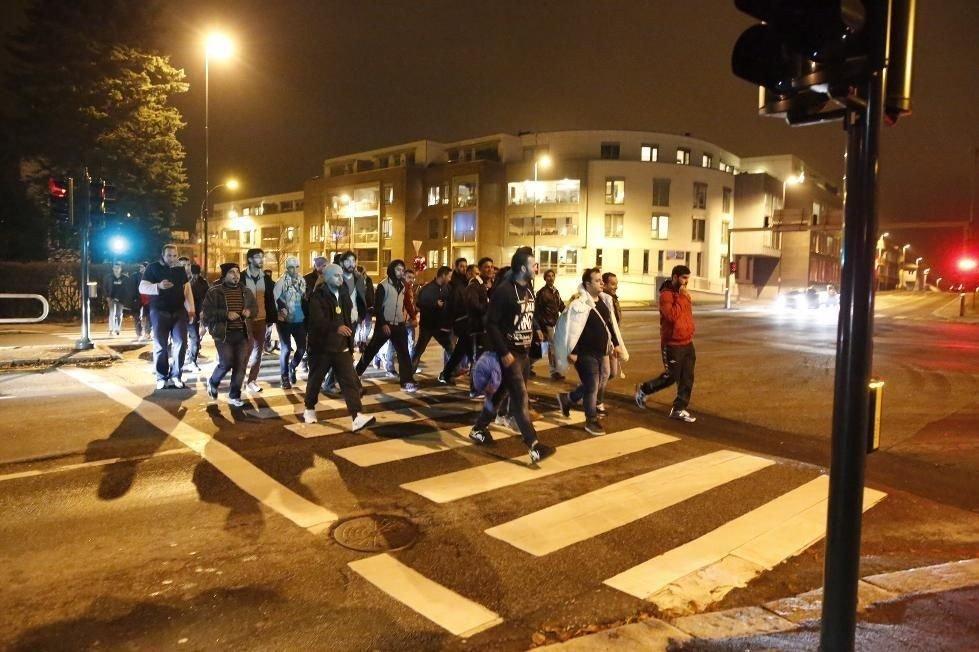Rundt 60 asylsøkere marsjerte i nesten to timer for å klage på forholdene ved asylmottaket de bor på.