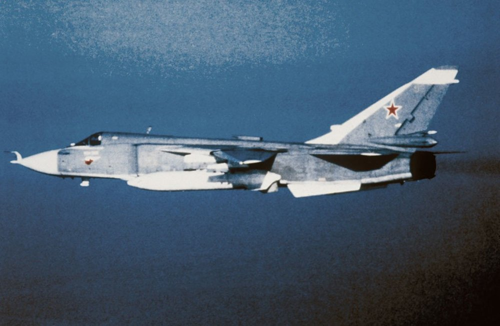 Sukhoj Su-24 ( NATO-kallenavn: «Fencer» ) er et taktisk angrepsfly utviklet i Sovjetunionen. Su-24 ble satt i produksjon i 1971, og ble ble formelt tatt i bruk av det sovjetiske flyvåpen i 1974 (Arkivbilde).