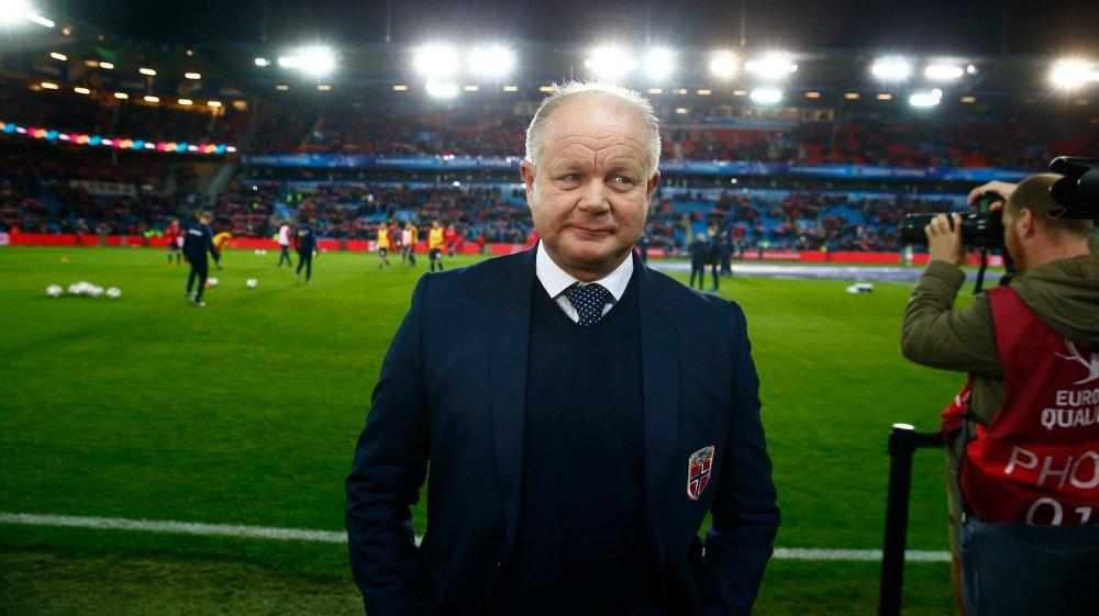 UNDER PRESS: Landslagstrener Per-Mathias Høgmo klarte ikke å ta Norge til EM-sluttspillet, til tross for tidenes enkleste kvalifikasjon.