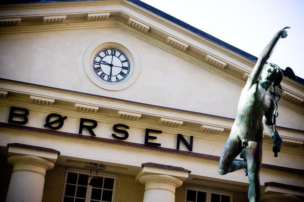 Etter beskjedne utslag på internasjonale børser tror Netfonds Oslo Børs vil åpne «relativt flatt» mandag.