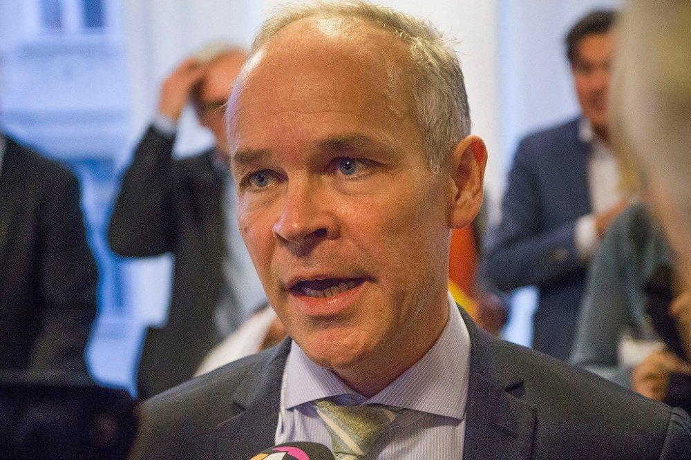 GJØR UNNTAK: Kommunalminister Jan Tore Sanner (H) og regjeringen finner det nødvendig å lempe på kravene i byggesaker for å få bosatt asylsøkere fort nok.
