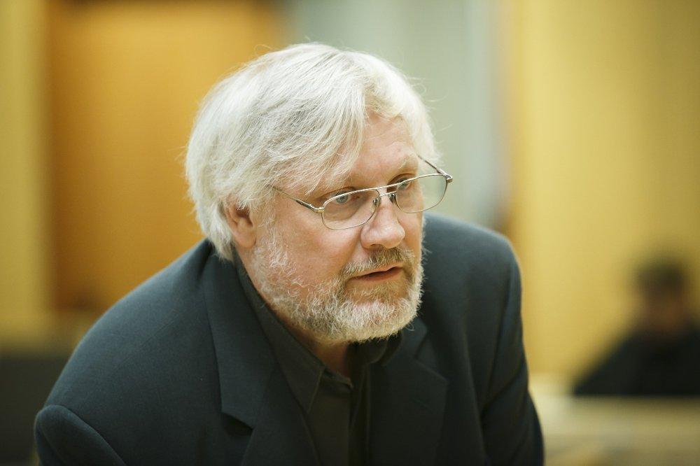 Samfunnsdebattant Lars Gule snakker varmt for alkoholfrie julebord for å inkludere alle på arbeidsplassen.