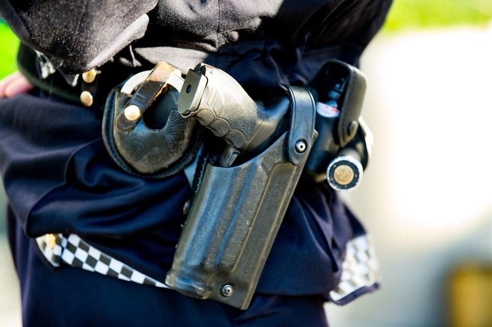 FORTSATT BEVÆPNET: I kveld ble det klart at den generelle bevæpningen for politiet blir forlenget til 10. desember.