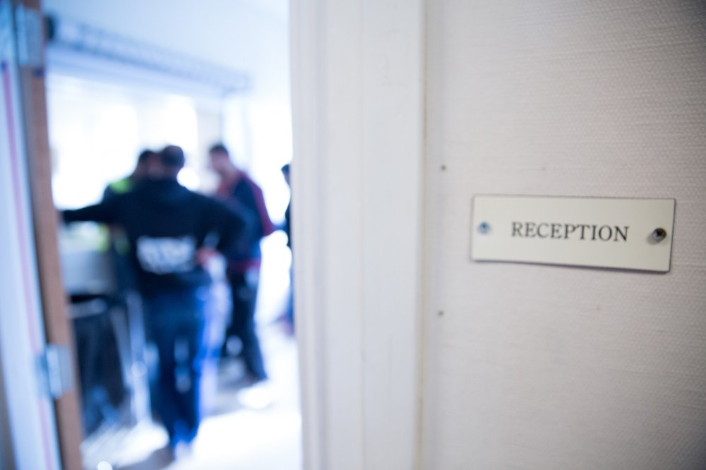 TAK OVER HODET: UDI jobber fortsatt på spreng med å skaffe asylsøkerne tak over hodet. De står nå midt i en anbudsrunde på 30.000 ordinære mottaksplasser, men sier de ikke trenger nye tilbud på akuttplasser. Bildet er fra Refstad mottak i Oslo.