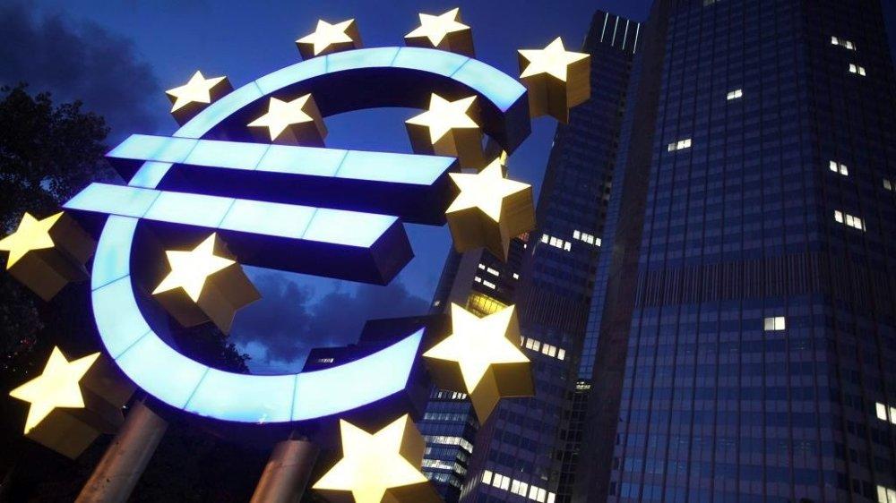 De tidligste indikatorene for økonomisk vekst i eurosonen peker mot det beste kvartalet på over fire år.