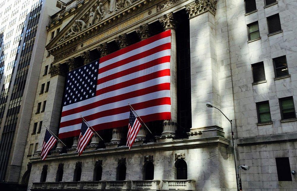 OPPGANG: Amerikanske børser stiger fra start onsdag, før det som kan bli en historisk rentebeslutning.