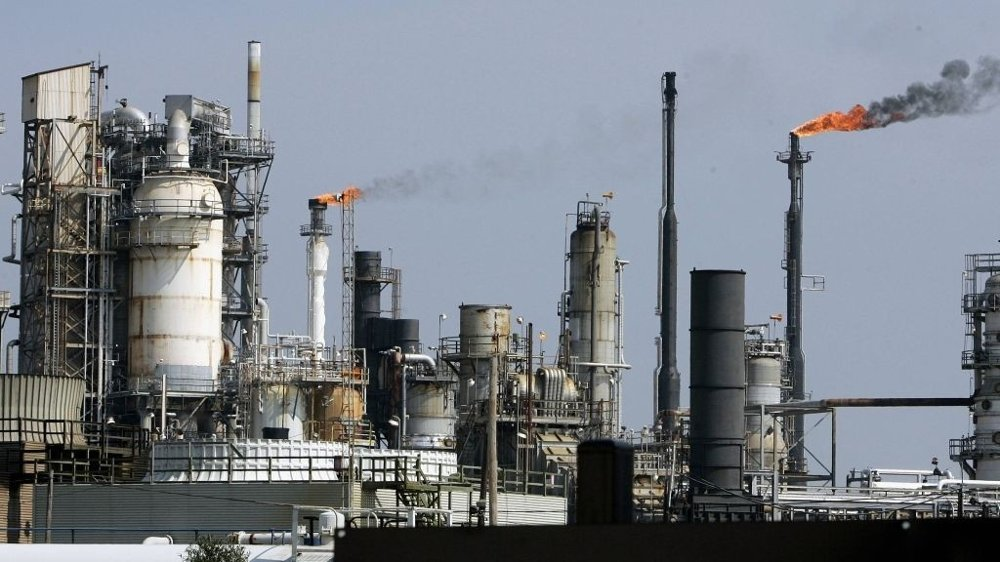 Oljeraffineri i USA nærmere bestemt Galveston Bay in Texas. Lagrene av olje i USA steg med 4,8 millioner fat i forrige uke