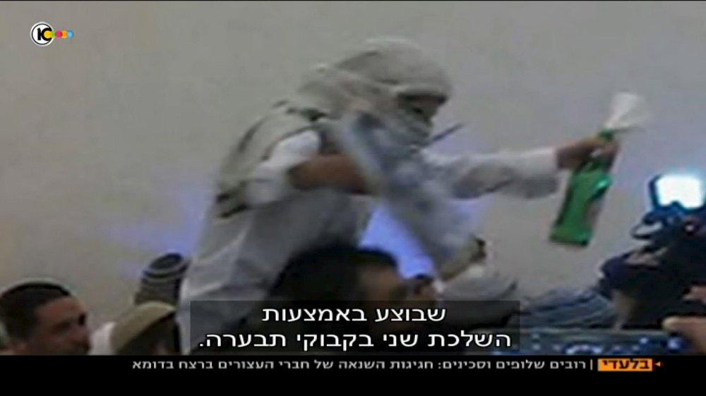 PÅGREPET: Israelsk politi har pågrepet fem israelske menn, etter at en bryllupsvideo viser hvordan de feirer drapet på en palestinsk baby. Videoen har vakt sterke reaksjoner i Israel. Foto: Reuters / NTB scanpix
