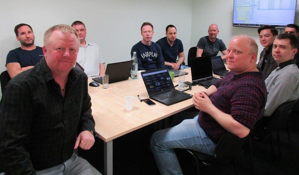 NordicBet-gründer Jan Svendsen ble lei av eiendomssalg og har startet opp et nytt, norskeid spillselskap. Her er han på managementmøte i CoolBet torsdag denne uken.