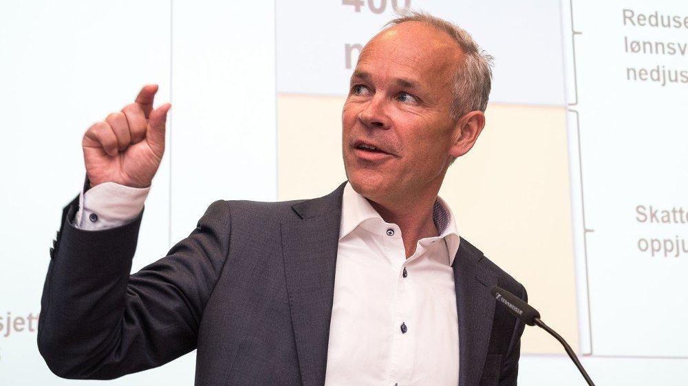 Kommunal- og moderniseringsminister Jan Tore Sanne (H) kan glede seg over rekordsterk boligbygging.