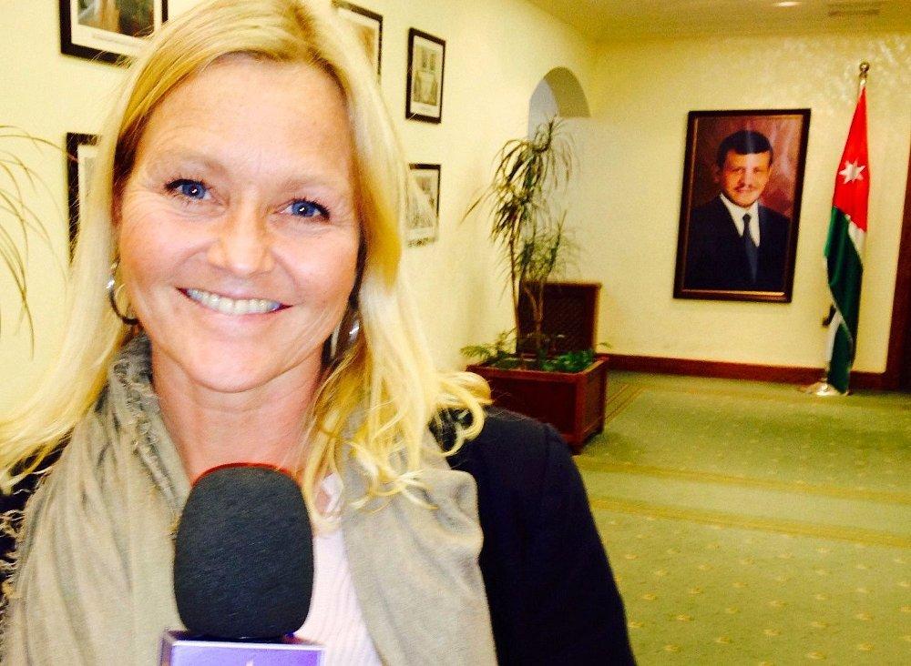 SLUTTER: TV 2-profil Anne Fredrikstad tar sluttpakke etter 18 år i kanalen. Hun startet i januar 1999 og gir seg etter ved nyttår. Bildet er fra 2014, da Fredrikstad dekket kronprinsparets besøk til Jordan.