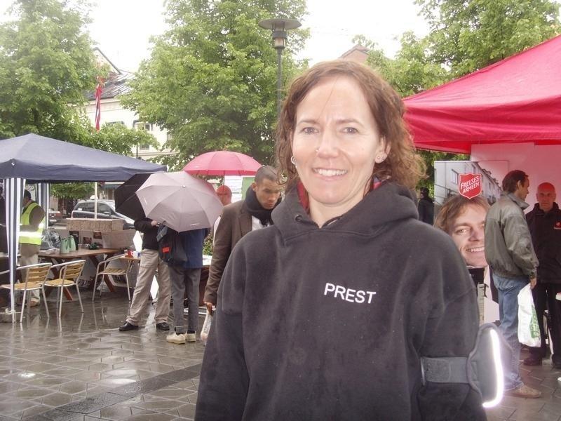 Prest Sunniva Gylver, her på religionsfest på Grønland i Oslo i 2008, havnet i alvorlig trafikkulykke på Bislett i Oslo.