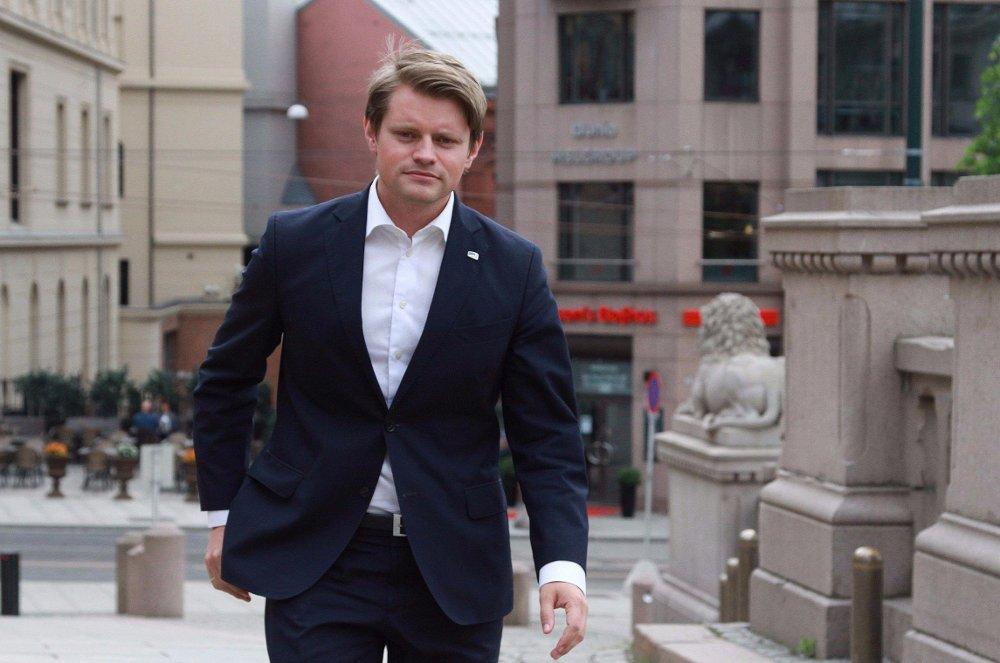 Peter Frølich (H) raser mot Ap etter at justiskomiteen innstilte på å gå mot regjeringens forslag om å øke straffene i alvorlige straffesaker. Høyre forventet støtte av Ap i saken.
