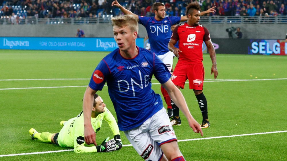 Samúel Fridjónsson fortsetter i VIF-drakten.