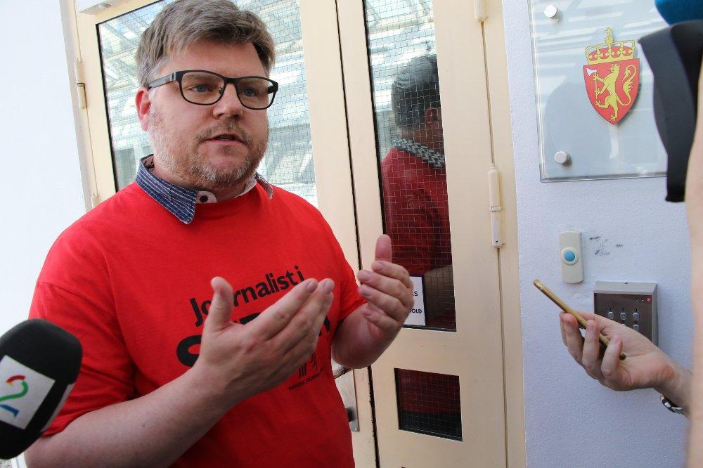 LA NED ARBEIDET: NJ-leder i NRK Richard Aune står i spissen for de 1700 NRK-ansatte som tirsdag gikk ut i streik.