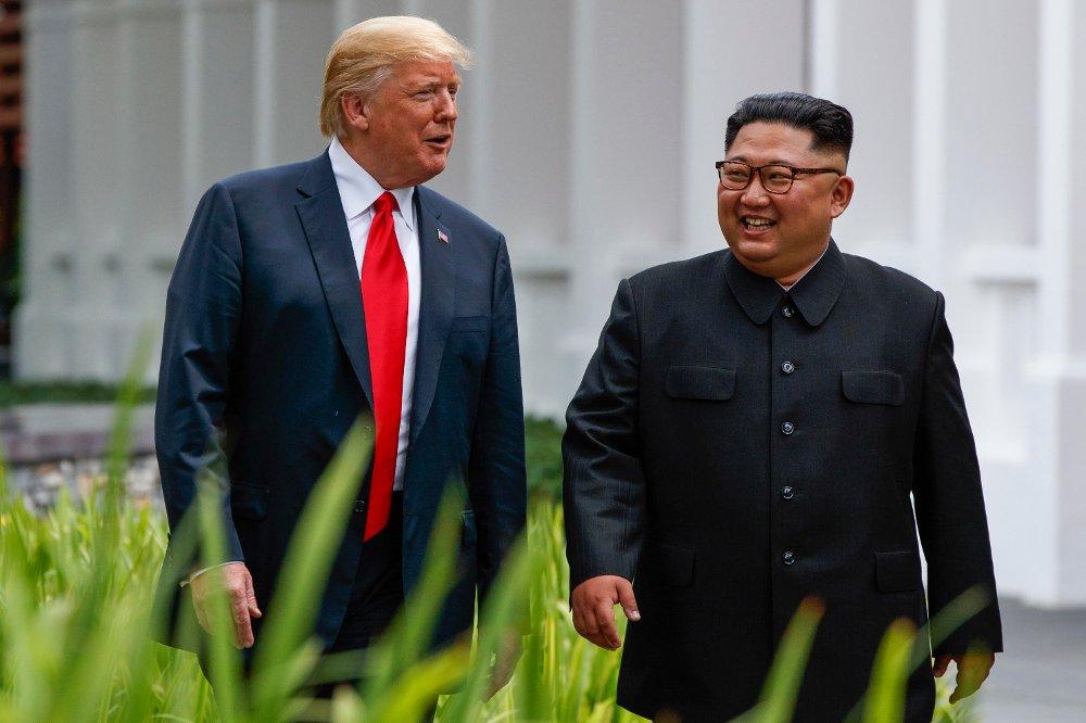 Donald Trump (til venstre) og Kim Jong-un under toppmøtet i Singapore. Foto: Evan Vucci / AP / NTB scanpix