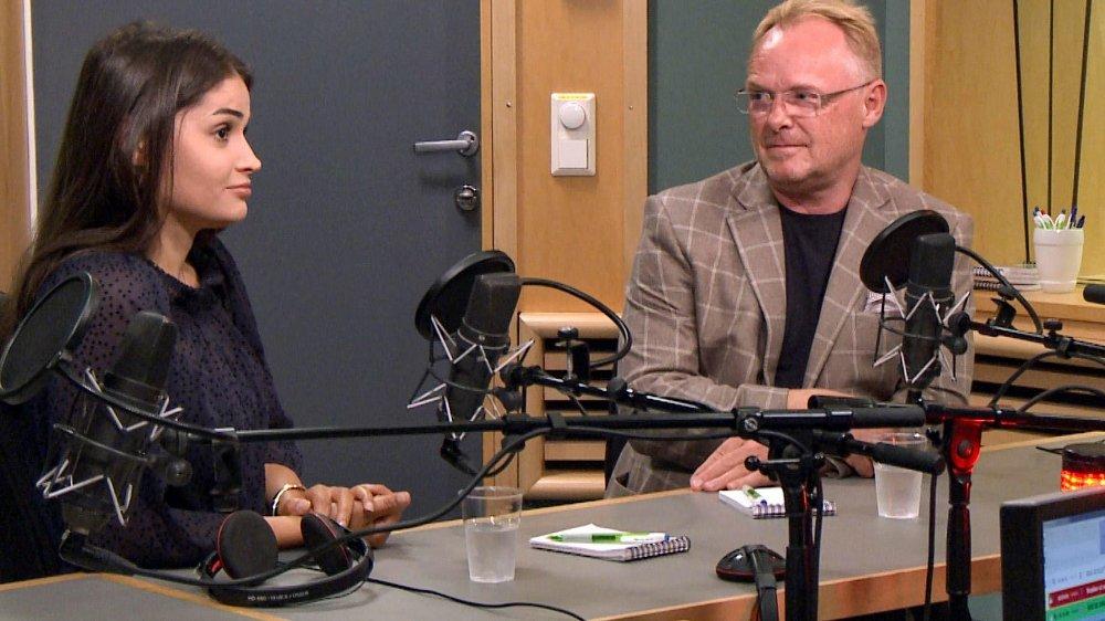Fiskeriminister Per Sandberg (Frp) og hans norsk-iranske kjæreste Bahareh Letnes i studio under intervju på Dagsnytt 18 i NRK fredag. Foto: NRK / NTB scanpix