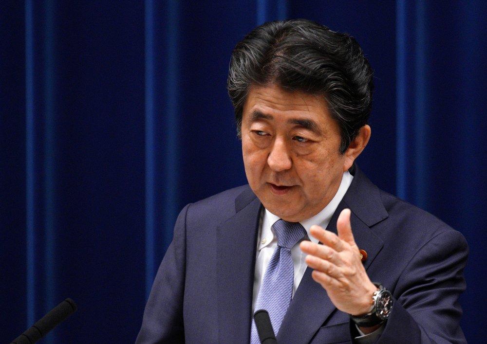 Japans statsminister Shinzo Abe blir utfordret som partileder av landets tidligere forsvarsminister Shigeru Ishiba. Foto: AP / NTB scanpix