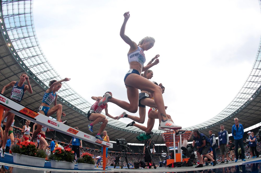 Karoline Bjerkeli Grøvdal (IK Tjalve) under kvalifiseringen på 3000 meter hinder i friidretts-EM på Olympiastadion i Berlin fredag. Foto: Fredrik Hagen / NTB scanpix.