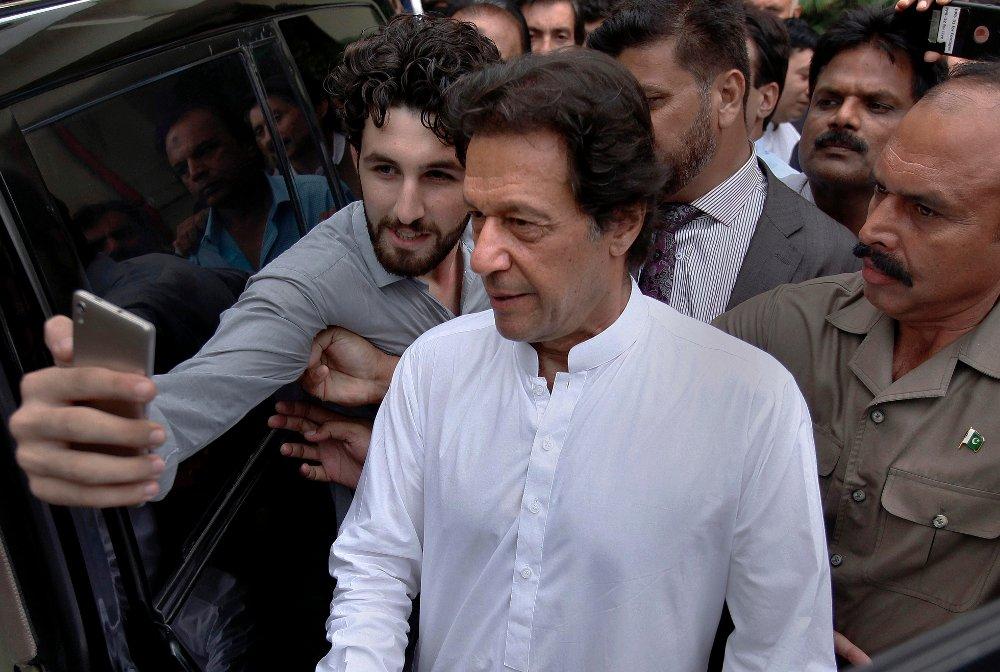 Tidligere cricketstjerne Imran Khan blir ventelig valgt til statsminister når nasjonalforsamlingen i Pakistan møtes 18. august. Foto: AP / NTB scanpix