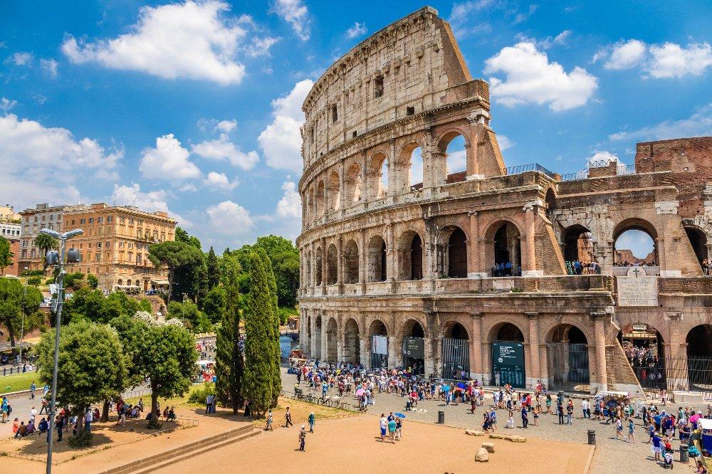 Synnøve er 65 år gammel og hadde blitt pensjonist uka før hun begynte sin reise fra Haslum til Roma.