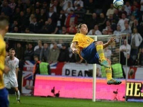 Zlatan i ferd med å score et av sine mest spektakulære mål - for Sverige mot England.