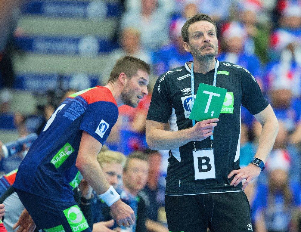 NÆRMER SEG UTTAK: Landslagssjef Christian Berge trenger neppe en timeout for å bestemme seg for om Bjarte Myrhol blir med Norge til VM. En del spillere skal likeve bort før troppen på 16 spillere plukkes ut.