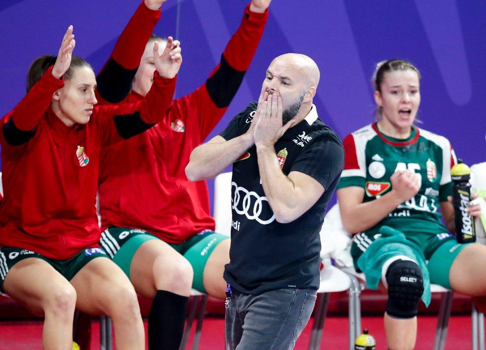 TENTE TIL. Ungarn-trener Kim Rasmussen kom med en tirade etter kampen mot Romania og mener spillerne må beskyttes bedre.