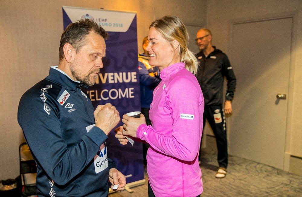 Landslagssjef Thorir Hergeirsson og Veronica Kristiansen på pressetreff i Paris torsdag. Foto: Vidar Ruud / NTB scanpix