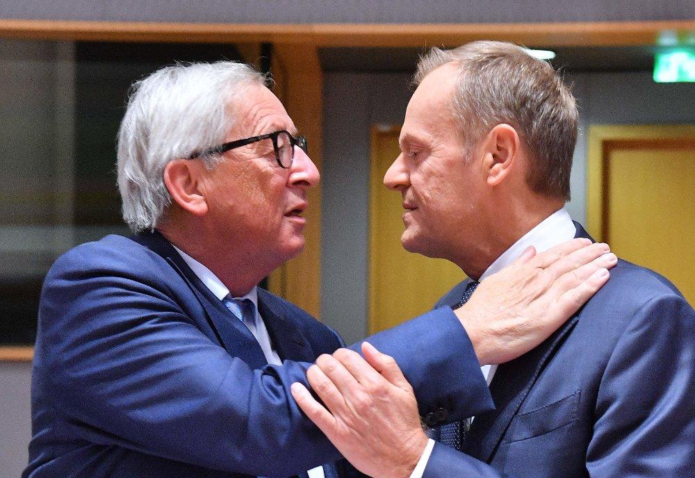 EUs president Donald Tusk og EU-kommisjonens sjef Jean-Claude Juncker kan juble over lønnsfest.