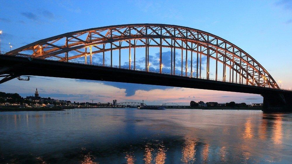 SYKKELBY: Elvebyen Nijmegen i Nederland med drøye 170.000 innbyggere har 250.000 sykler, snart halvannen sykkel per innbygger.
