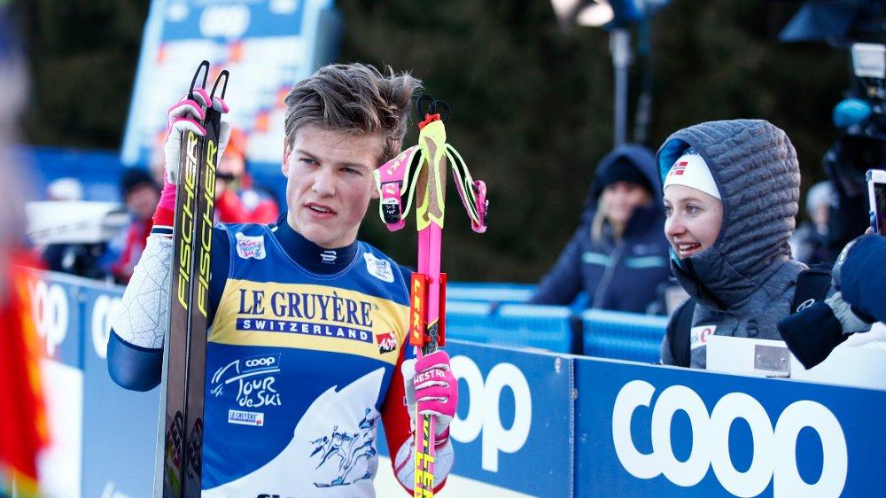 VANT: Johannes Høsflot Klæbo og Ingvild Flugstad Østberg etter at Klæbo kom i mål på siste etappe av Tour de Ski på toppen av monsterbakken i Val di Fiemme.