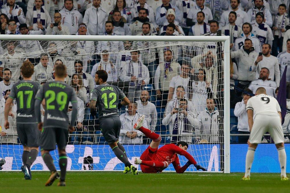 Real Madrid tapte 0-2 hjemme mot Real Sociedad søndag kveld. Foto: Paul White / AP / NTB scanpix