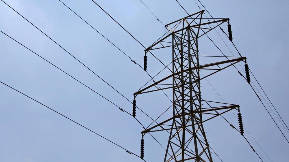 Politikerne har så god lønn at de ikke bryr seg om kraftprisene, mener innsenderen.