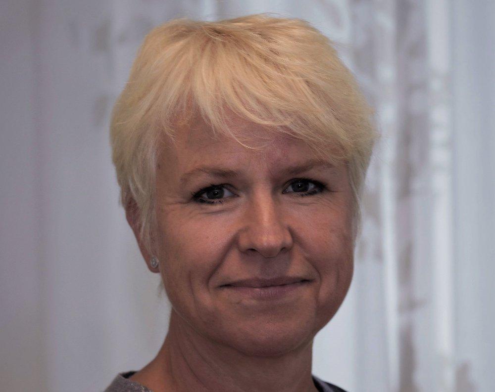 BEKYMRET: - Det vi ser er en seksuell adferd som ikke harmonerer med alder. Det har skjedd noe med forståelsen om hva som er normalt og ikke normalt, sier Liv Heidi Brattås, daglig leder ved legevakta i Drammen. Overgrepsmottaket i Drammen hadde rekordmange saker i 2018, og de fleste som kommer er unge jenter mellom 15 og 20 år.