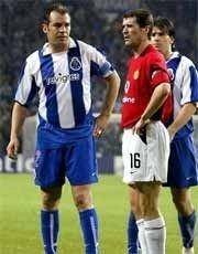 Roy Keane fikk se det røde kortet etter å ha tråkket på Porto-keeper Vitor Baia.