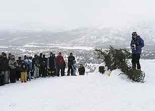 Rundt 200 personer var samlet til minnestund i Bjorli skisenter etter ulykken der ei fire år gammel jente omkom.