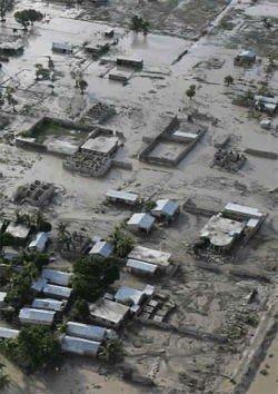 Hus oversvømmet av gjørme på Haiti etter stormen at stormen Jeanne var på besøk.