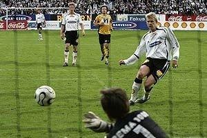 Setter inn 3-0 mot Start på straffe i sitt comeback for RBK på Lerkendal, 2006.