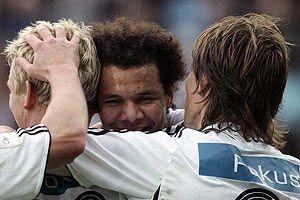 Gratuleres av Steffen Iversen (t.v.) og Frode Johnsen. RBK-Start 3-0, 2006.