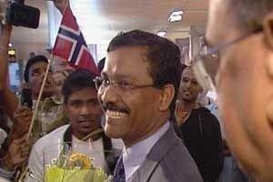 S.P. Tamilchelvan Politisk leder, Tamiltigrene LTTE har landet på Gardermoen mandag 05.06.06.