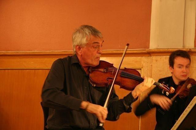 Fiolinist Ole Bøhn gjorde lykke blant Nordstrands musikkinteresserte på søndag.
