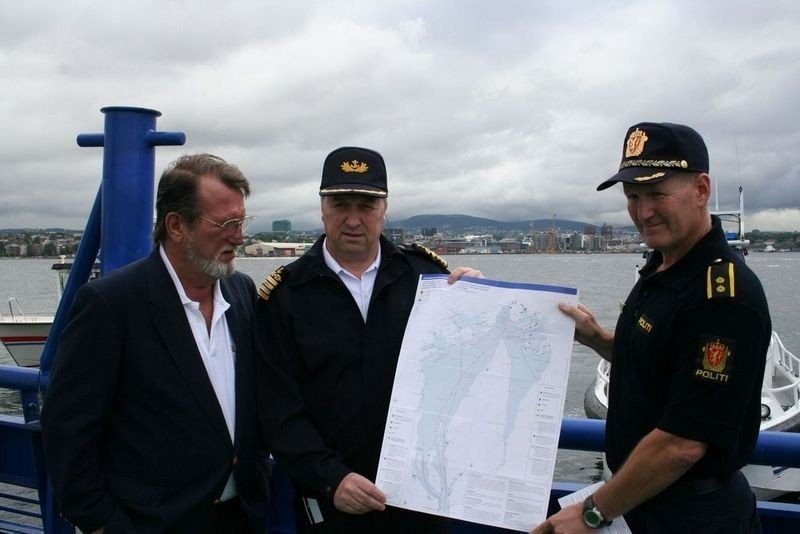 Jan Syvertsen , generalsekretær KNBF Kongelig Norsk Båtforbund, Rune Haukland, maritim direktør Oslo Havn KF og sjef for havnepolitiet i Oslo under lanseringen av småbåtguiden i dag.