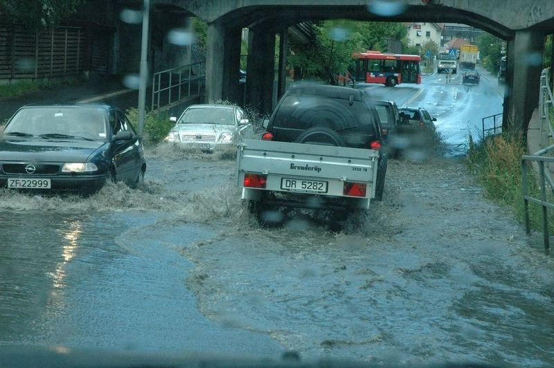 Regnet høljet ned mandag formiddag.