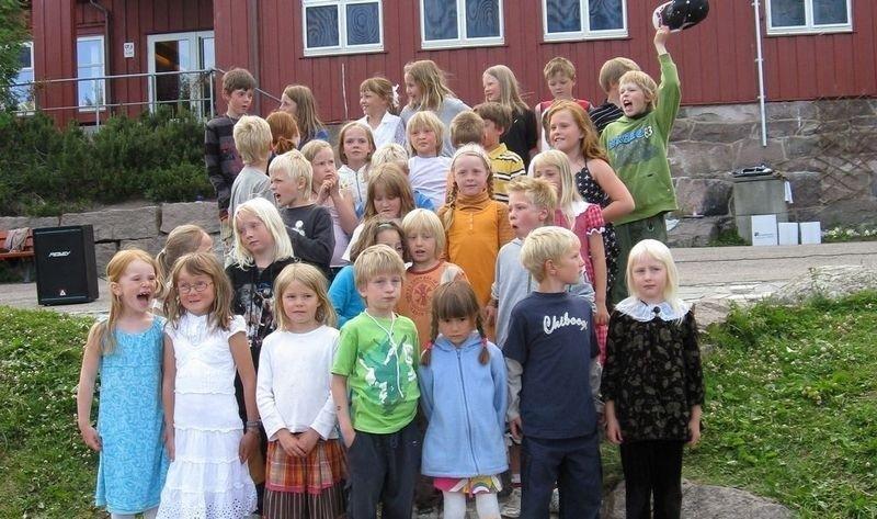 1.-4. klasse underholdt foreldre og lærere. Foto: Mari Steen-Paulsen.