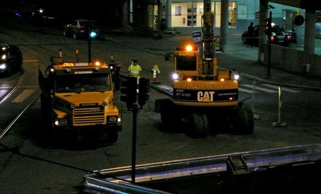 BRÅK: Dette bildet er tatt mellom 01.00 og 02.30 natt til 19. juni, da en entreprenør leid inn av Vegvesenet jobbet på spreng.