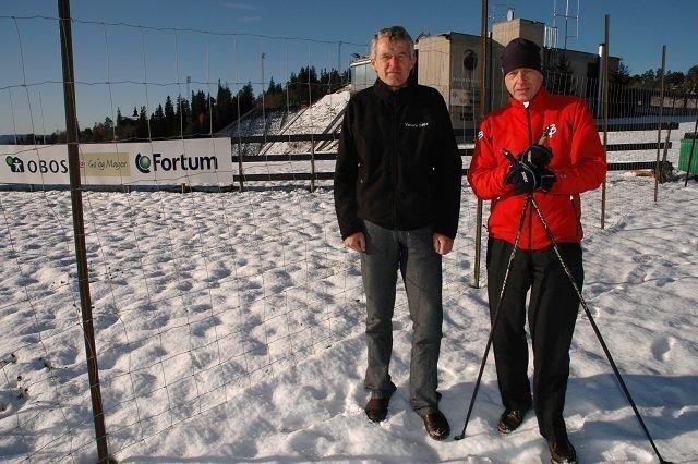 Ragnar Madsen og Peter Zimmer i Oslo skikrets og langrennsløperne er stengt ute fra Kollen så lenge anlegget bygges ut. Foto: Alexander Synstad