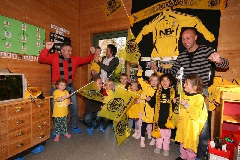 Kåre Ingebrigtsen, Trond Olsen, Stig Johansen og Jonas Kolstad fikk en hjertelig velkomst i Bodø/Glimt-barnehagen på Mortensrud.