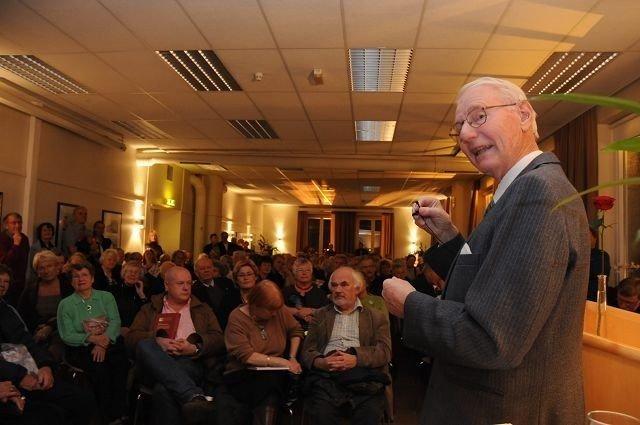 Gunnar Pedersen, som alltid glødende egasjert foran et stort publikum.